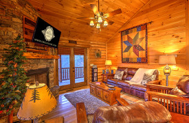 Blue Ridge Lakewalk | Blue Ridge Luxury Cabin Rentals | Cabin Rentals of Georgia | Cozy Living Area w/ leather furnishings