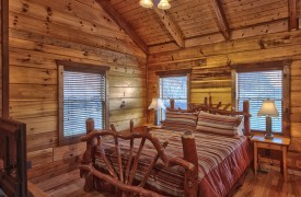 Hiwassee River Sanctuary | Cabin Rentals of Georgia | Main Level King