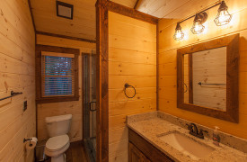 Above the Timberline | Cabin Rentals of Georgia | Share Bath Upstairs