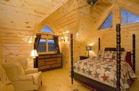 Outlaw Ridge | Cabin Rentals of Georgia | Upper Level Queen Suite