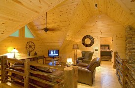 Outlaw Ridge | Cabin Rentals of Georgia | Loft Sitting Area