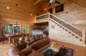 Bella Vista Lodge | Cabin Rentals of Georgia | Gorgeous Wood Interior