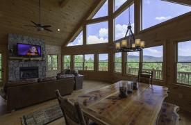 Bella Vista Lodge | Cabin Rentals of Georgia | Stunning Window Wall