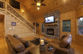 Bella Vista Lodge | Cabin Rentals of Georgia | Spacious Living Area