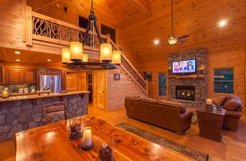 Bella Vista Lodge | Cabin Rentals of Georgia | Open Floor Plan