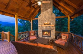 Bella Vista Lodge | Cabin Rentals of Georgia | Outdoor Seating Area