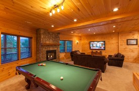 Bella Vista Lodge | Cabin Rentals of Georgia | Basement Living Area
