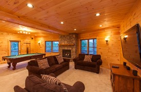 Bella Vista Lodge | Cabin Rentals of Georgia | Plush Seating