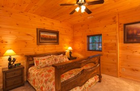 Bella Vista Lodge | Cabin Rentals of Georgia | Terrace Level King Bedroom