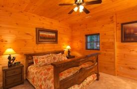 Bella Vista Lodge | Cabin Rentals of Georgia | Terrace Level King Bedroom