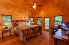 Bella Vista Lodge | Cabin Rentals of Georgia | Upper Level King Suite
