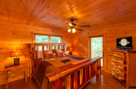 Bella Vista Lodge | Cabin Rentals of Georgia | Main Level King Bedroom