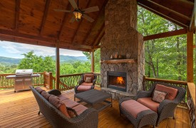 Bella Vista Lodge | Cabin Rentals of Georgia | Cozy Up To The Fire