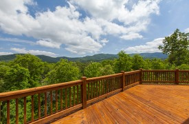 Bella Vista Lodge | Cabin Rentals of Georgia | Spacious Decks