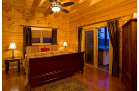 Riverview Lodge | Cabin Rentals of Georgia | Main Level Master King Suite