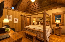 Cohutta Sunset | Cabin Rentals of Georgia | Main Level Master King Suite