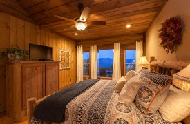Cohutta Sunset | Cabin Rentals of Georgia | Main Level King Suite