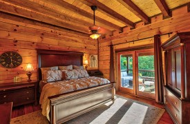 Royal Mountain Lodge | King Master Suite | Cabin Rentals of Georgia