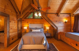 Royal Mountain Lodge | Upstairs Queen Suite | Cabin Rentals of Georgia