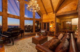 Royal Mountain Lodge | Living Area | Cabin Rentals of Georgia