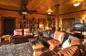 Royal Mountain Lodge | Terrace Living Area | Cabin Rentals of Georgia