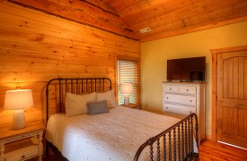 High Hopes | Cabin Rentals of Georgia | Upstairs Queen Suite w/ TV