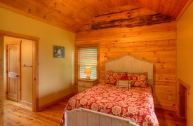 High Hopes | Cabin Rentals of Georgia | Upstairs Queen Suite w/ Picture Window