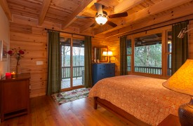 Hidden Valley Lodge | Cabin Rentals of Georgia | Main Level Queen Suite