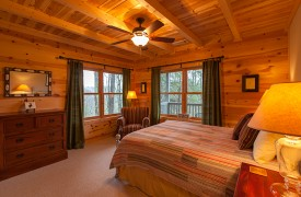 Hidden Valley Lodge | Cabin Rentals of Georgia | Terrace Level Queen