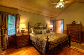 Blue Ridge Lake Sanctuary | Cabin Rentals of Georgia | King Master Suite