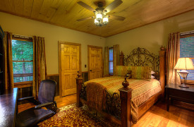 Blue Ridge Lake Sanctuary | Cabin Rentals of Georgia | Queen Bedroom