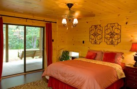 Crooked Creek Cabin | Cabin Rentals of Georgia | Terrace Level Queen Suite