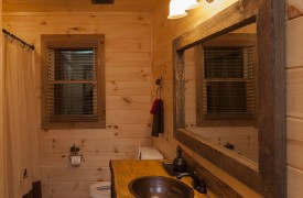 Arcadia | Cabin Rentals of Georgia | Queen Suite Bathroom