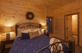 Arcadia | Cabin Rentals of Georgia | Terrace Level Queen Suite