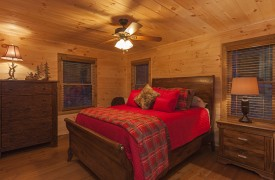 Arcadia | Cabin Rentals of Georgia | Main Level Queen Suite