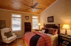 Blue Ridge Lake Cottage | Cabin Rentals of Georgia | Master Bedroom