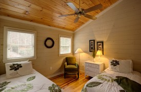 Blue Ridge Lake Cottage | Cabin Rentals of Georgia | Loft Bedroom