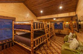 The Great Getaway | Cabin Rentals of Georgia | Queen Bunkbeds