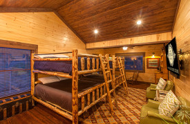 The Great Getaway | Cabin Rentals of Georgia | Queen Bunkbeds
