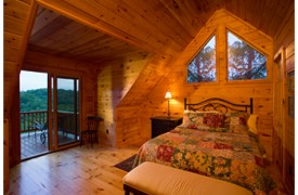 Riverview Lodge | Cabin Rentals of Georgia | Upper Level Queen Suite
