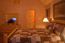 A Rivers Bend | Cabin Rentals of Georgia | Upper Level Master Suite