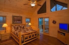 A Rivers Bend | Cabin Rentals of Georgia | Upper Level Master Suite