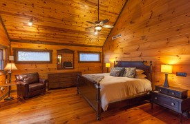 The River's Edge | Cabin Rentals of Georgia | Upstairs King Master Suite