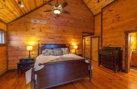 The River's Edge | Cabin Rentals of Georgia | Upstairs King Master Suite w/ En-suite bath