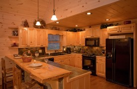 A Rivers Bend | Cabin Rentals of Georgia | Gorgeous Gourmet Kitchen