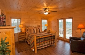 A Rivers Bend | Cabin Rentals of Georgia | Main Level King Suite
