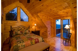 Riverview Lodge | Cabin Rentals of Georgia | Second Upper Queen Suite