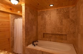 Outlaw Ridge | Cabin Rentals of Georgia | Master King Suite Bathroom