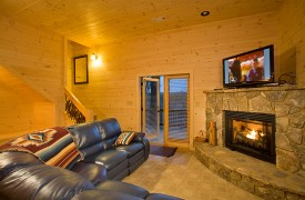 A Rivers Bend | Cabin Rentals of Georgia | Terrace Level Living Area