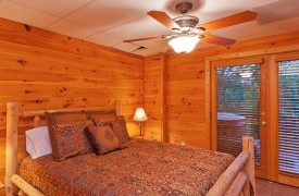 Skydance | Cabin Rentals of Georgia | Terrace Level Queen Suite